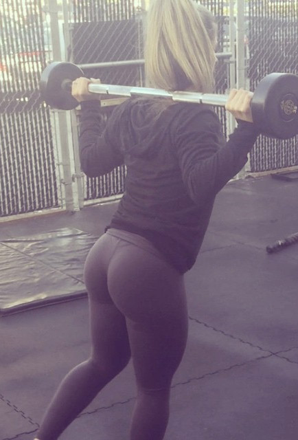 fit-girl-squatting